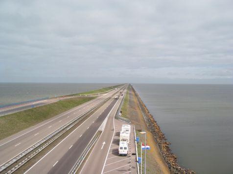 http://www.ijsselmeervereniging.nl/nieuwsbrief/ijnb14/afsluitdijk.jpg